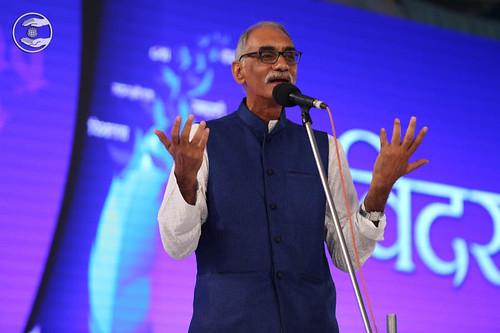 Hindi poem by Bhupinder Dilbar from Dadar