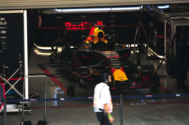 team_red_bull_pit_lane