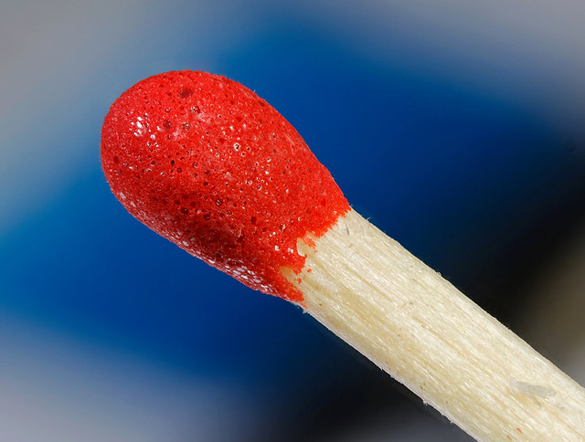 Matchstick with box  /  Streichholz