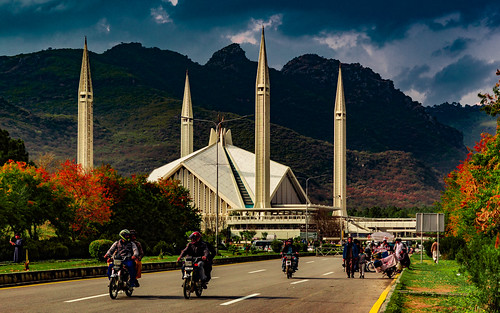 islamabad islamabadcapitalterritory pakistan pk architecture mosque mountains hills monument himalayas road cityscape landscape skyline urban infrastructure autumn spring trees nature canon 6d
