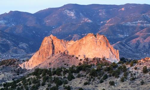 pikespeak nationalnaturallandmark city park citypark colorado coloradosprings gardenofthegods redrocks rock formations mountain mountains frontrange rampartrange urban sunrise alpenglow
