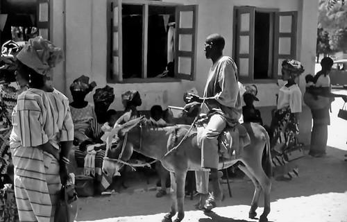 world travel reise viajes africa nigeria northernnigeria kaduna church westafrica people peopleoftheworld donkey animals tiere outdoor blackandwhite blackwhite blancoynegro bw sw street streetlife städte stadtlandschaft city ciudades cityscape cityview