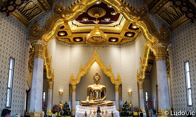 World's largest golden seated Buddha