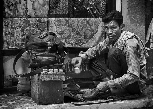 nepal kathmandu ~photography ~angleofview frontview ~orientation landscape ~typeofphotography streetphotography 35mm candid captureone daytime environmental face fujixt2 fujifilm man mirrorless monochrome outdoors people photojournalism portrait street streetlife travelling