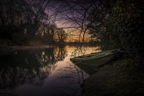 sunrise sunday morning frosty calm boat river reflections landtreesky trees water glow february winter colours warmth cool tripod sony a6000 lightroom singleexposure two friends