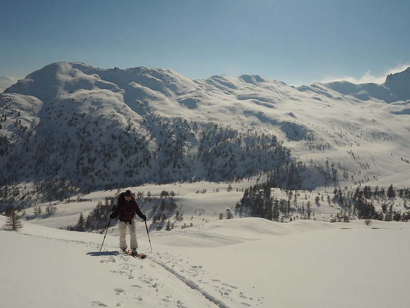 Vallon Buffère. Here is Lise Tonelli with the Buffère behind showing the vast area of unskied snow in half term 2018