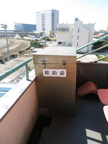 船橋競馬場のスタンド4階の救助袋