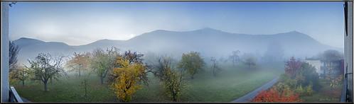nebel berg wald landschaft himmel blau herbst autumn landscape fog beuren alb schwäbischealb badenwürttemberg deutschland germany panorama 180°