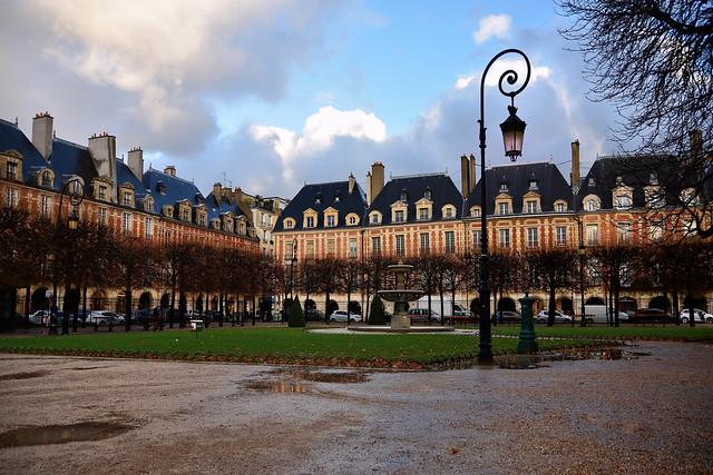 Paris / Place des Vosges / Rainy day