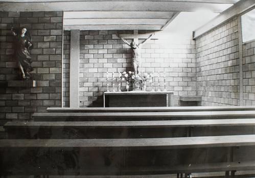 30 días de diferencia [2] - No hay más de treinta días de diferencia entre esta foto de la pulcra capilla y el desorden de la foto anterior. Jesús sacramentado tiene ya capilla definitiva: bellísimo rincón donde tratar de amistad...