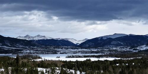 mountains snow winter frisco dillon lakedillon colorado interstate70 scenicview reservoir lake summitcounty