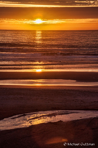 oregoncoast newport oregon coast beach sunset ocean sea waves water sun sunsetcolors sand reflections layers lines clouds sky nikon d90