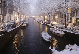 Boatman passing through the white night   by B℮n