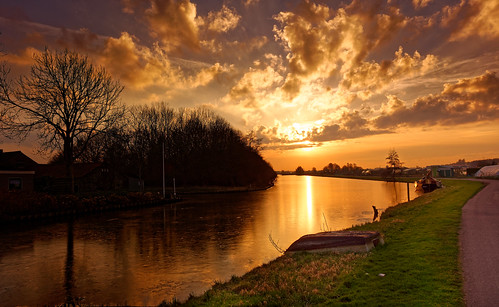 sunset dusk reflection nature outdoors water sky night summer river scenics landscape sunrisedawn architecture lake sun sunlight travel tranquilscene cloudsky