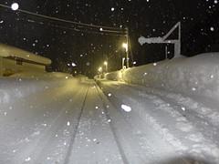 ホームは1面1線で、駅舎とは反対側にある。もちろん除雪はされているが、追いつかずに一面真っ白になっていることも