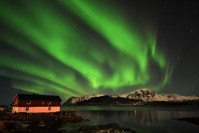 Aurora above the cabin