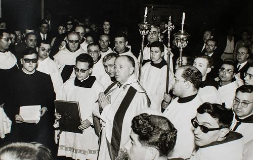 25 de marzo de 1965 - Día de la inauguración [2] - Banderas, capas blancas, júbilo carmelitano, fervor popular. Es el día de la inauguración.