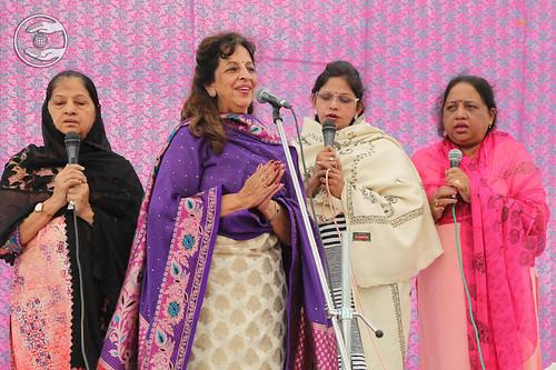 Devotional song by Sarita and Saathi from Mumbai, Maharashtra