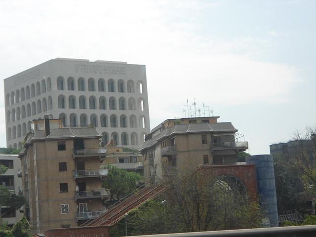 El Coliseo Vertical, EUR, Roma, Italia/The Square Coliseum, EUR, Rome, Italy - www.meEncantaViajar.com