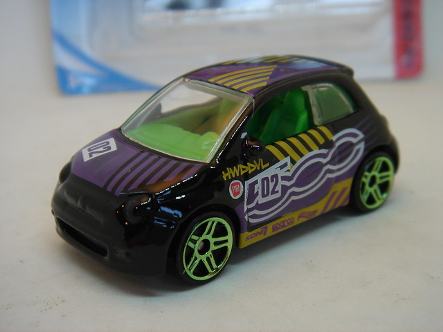 HOT WHEELS FIAT 500 NO13 1/64