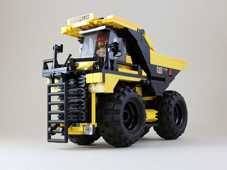 Giant Dump Truck | by LEGO 7