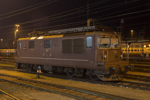 BLS Re 4/4 425 186 Basel Bad