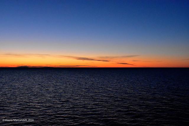 Mezzanotte in punto nel mar Baltico ... navigando verso Tallinn