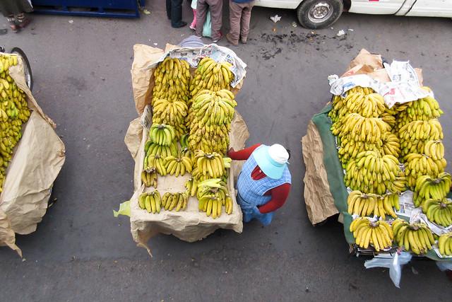 Bananas street vendor @ Puno