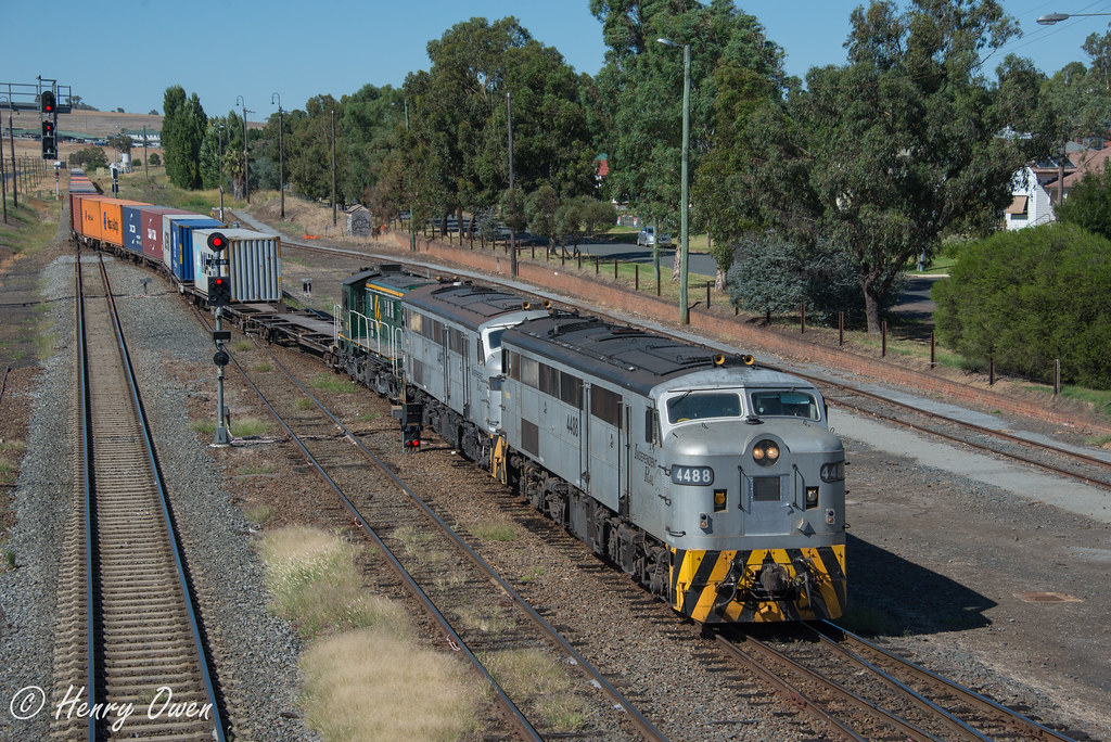 3314 at Junee by Henry Owen