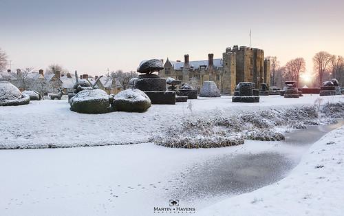 hever hevercastle kent snow edenbridge sunrise frozen footprint village tudor boleyn bullen river topiary snowscape