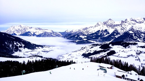 lanscape view mountains alps peak nature outdoors fog foggy sky clouds light colors snow winter white cold travel austria salzburgerland hochkönig mariaalm skiing skiresort