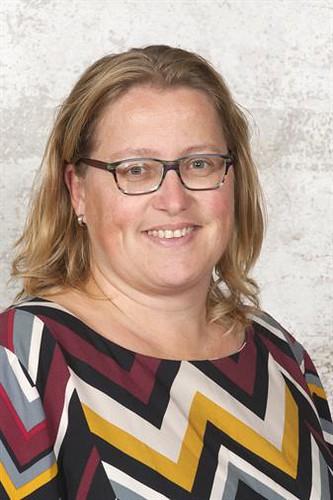 Juffrouw Petra onderbouwcoördinator, gr 4b
