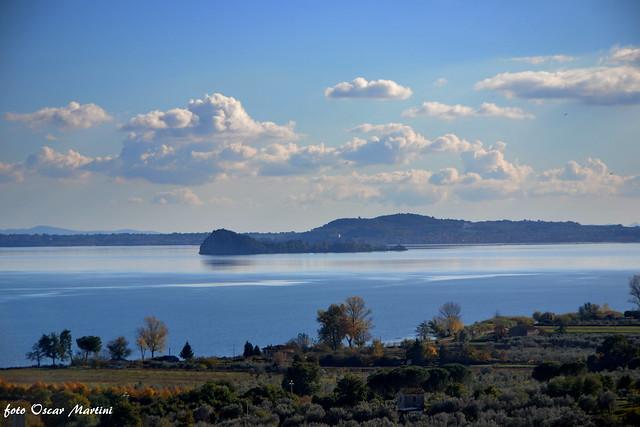 Il lago di Bolsena e l'isola Bisentina.