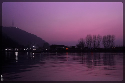 srinagar dallake kashmir india sunset dusk cloudscape clouds skyscape sky sun glow glowing golden landscape