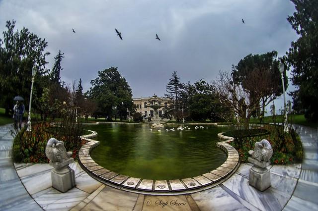 Dolmabahçe Sarayı . . .
