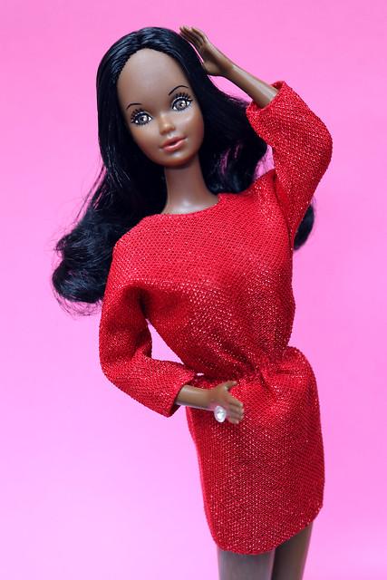 Black Barbie wearing Barbie Fashion Fun #2860 (1986)