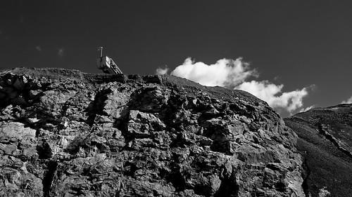 grat ridge berg mountain landschaft landscape himmel sky wolken clouds sw schwarzweis bw blackwhite blanconegro monochrome noiretblanc zwartwit mk nrw germany