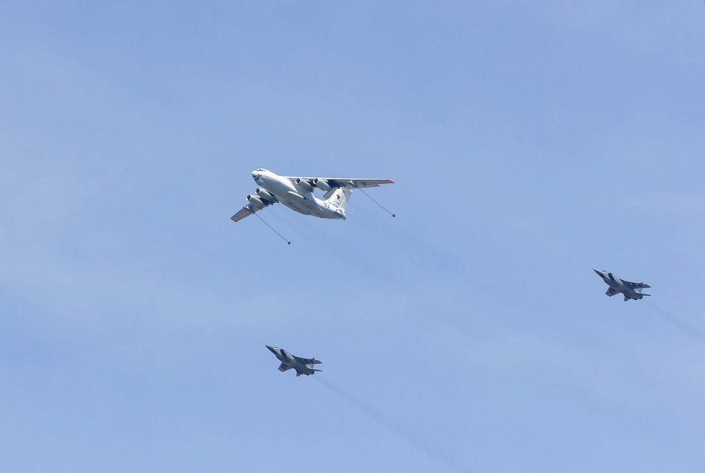 1 IL-78 (Midas) and 2 Mig-31 (Foxhound)