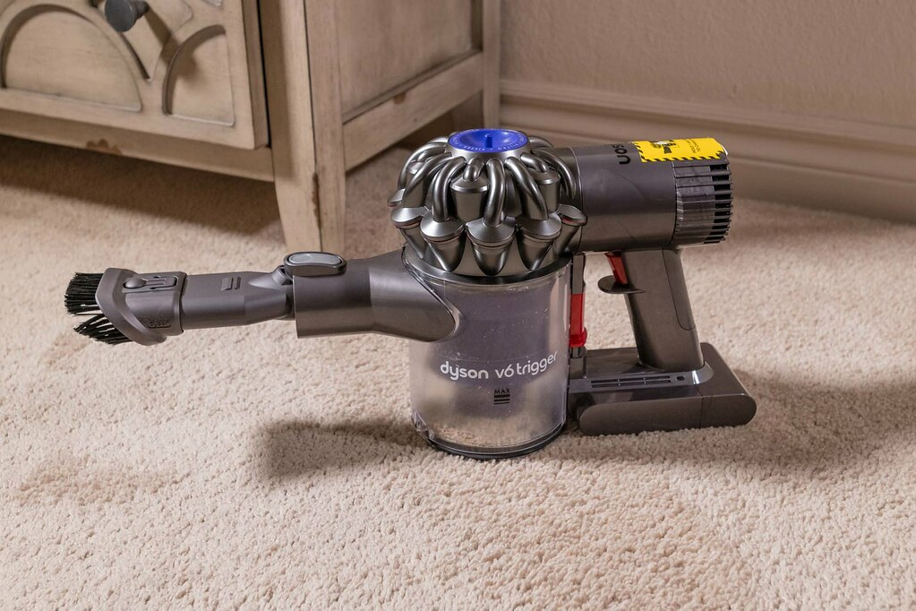 Best Handheld Vacuum Dyson V6 Trigger On Carpet Www Yourbe