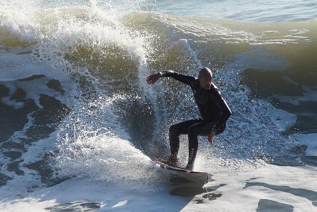 Wellenreiten in Conil de la Frontera, Andalusien