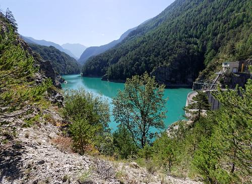 barrage arbre lac eau montagne briançon provencealpescôtedazur france fra lumixgvario714f40 panasonic714mmf40 panasonic gx7 alpes bleu vert pontbaldy pont baldy cerveyrette lumix grandangle wideangle dam