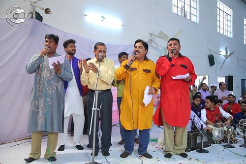 Devotional song by Babu Geetkar and Saathi from Sant Nirankari Colony