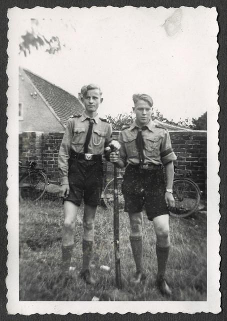 Archiv Thür091 Hitlerjungen mit Gewehr, 1930er