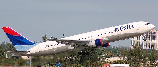 Boeing 767-332 N125DL