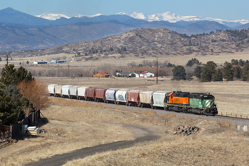 bnsf bnsf1933 emd sd402 castlerock colorado jointline pikespeaklocal rampartrange train railroad