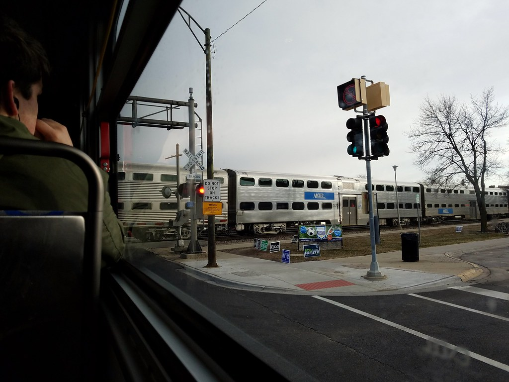 2018-03-13_08-38-03 | Pace 307 Harlem Avenue bus at BNSF tra