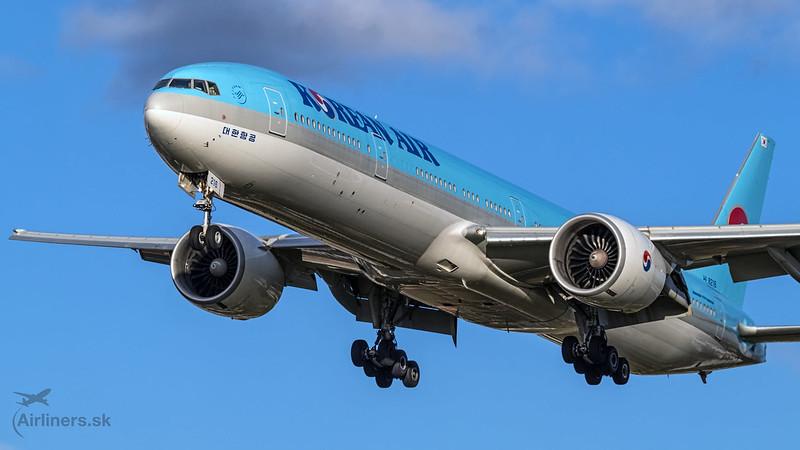 HL8216 Korean Air Lines Boeing 777-3B5(ER)