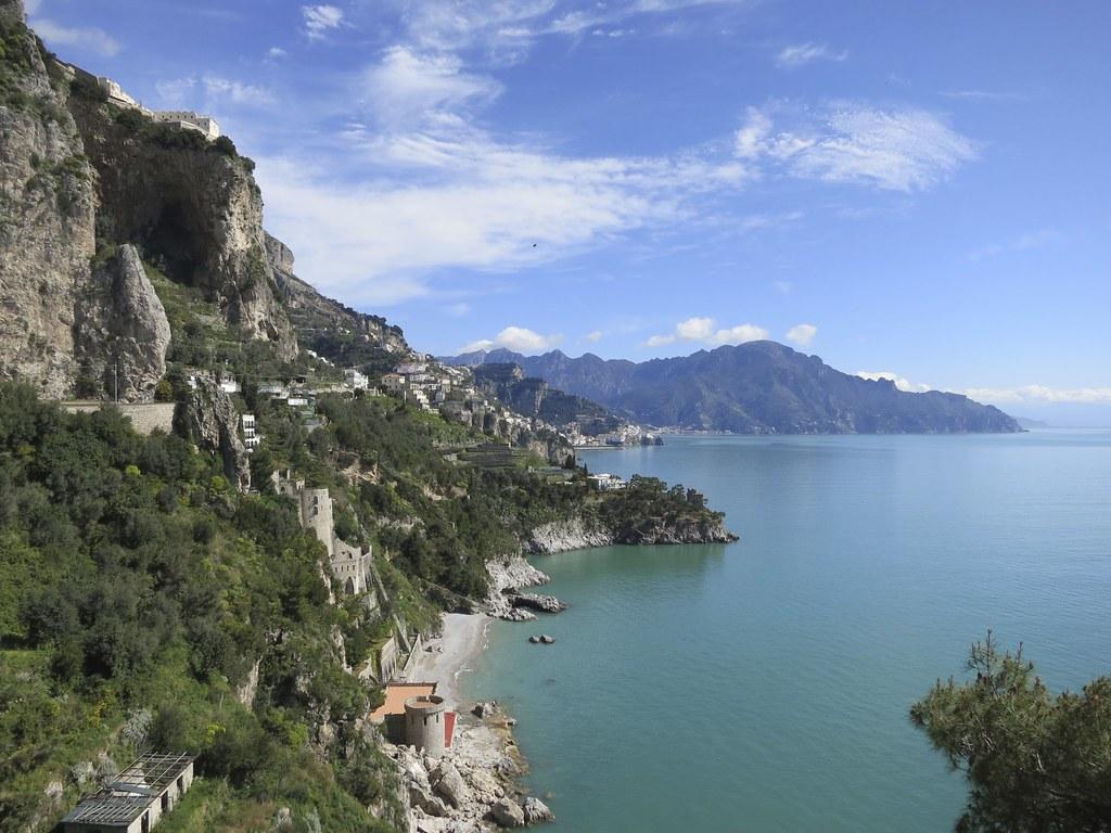 Amalfin Rannikko Taytta Valimeren Kauneutta Tama Matka