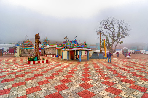 kulanthaivelappar temple hindu kovil yesmkphotography muthukumar poombarai kodaikanal tamilnadu madurai india hillstation leadingline wideangle nikon nikond90 tokina tokina1116mm 1116mm cloudy murugan murugantemple hdr singleimagehdr