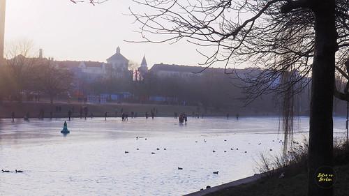 Donuts, vintersol och promenad på frusen kanal | by Jenny@bitaravberlin